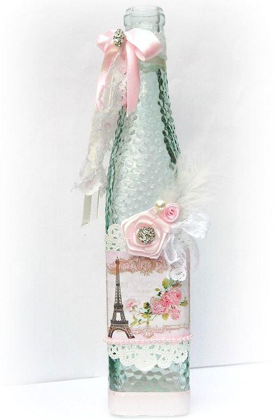 Linda garrafa decorada com vários detalhes