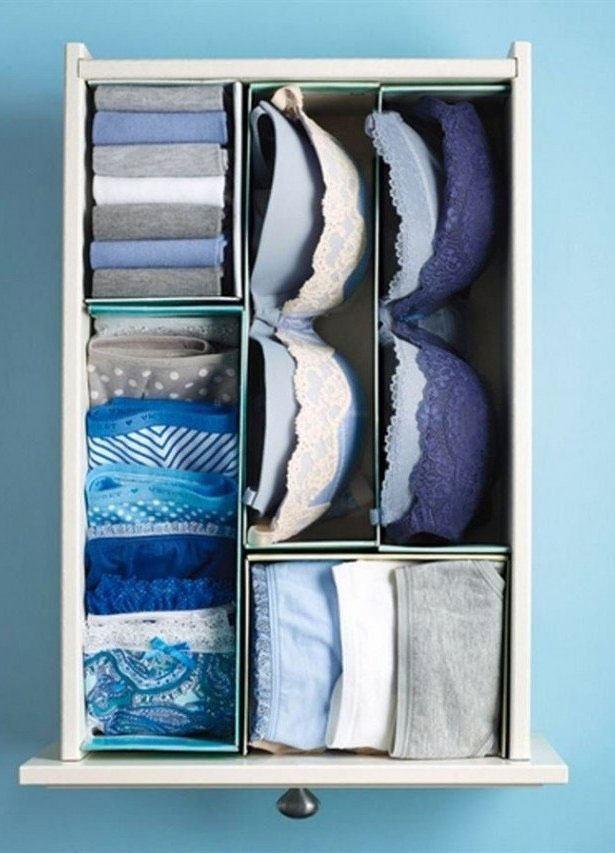 Recorte caixas de sapatos para fazer divisões em gavetas.