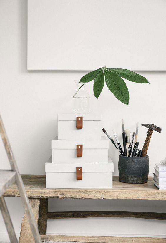 Conjunto de caixas de diferentes tamanhos para guardar objetos.