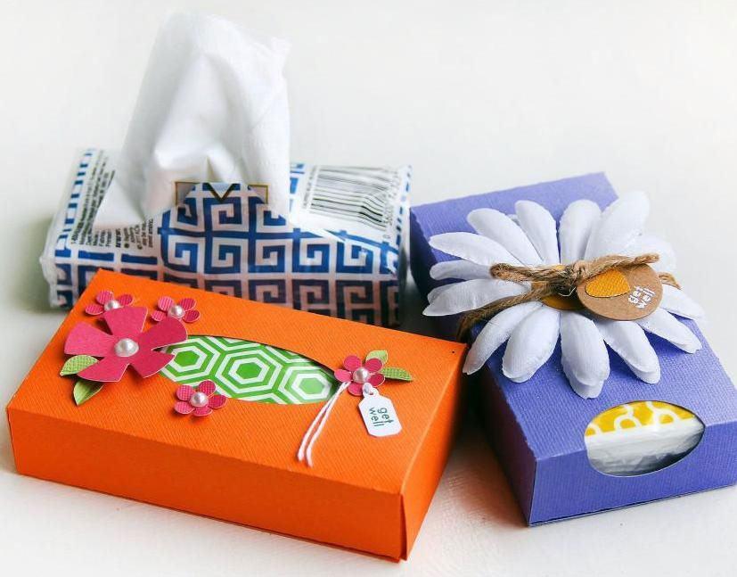 Exemplo de caixa de papelão decorada.