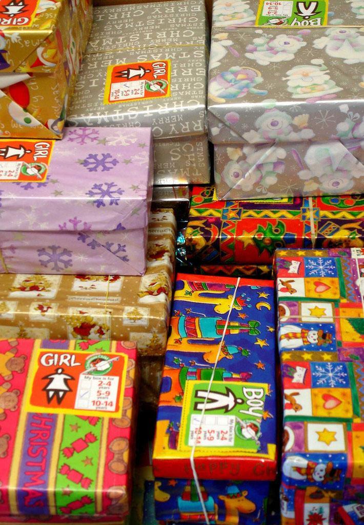 Exemplos diferentes de caixas revestidas com papel.