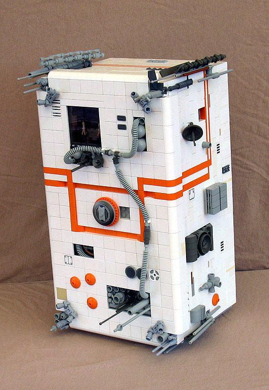 Um super brinquedo para os meninos feito com base em uma caixa.