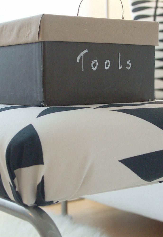 Que tal utilizar a caixa para guardar seus utensílios e ferramentas de artesanato?