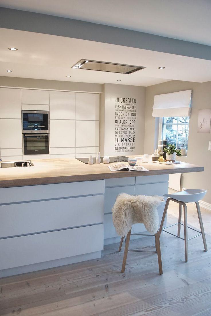 Cozinha clean com bancada central