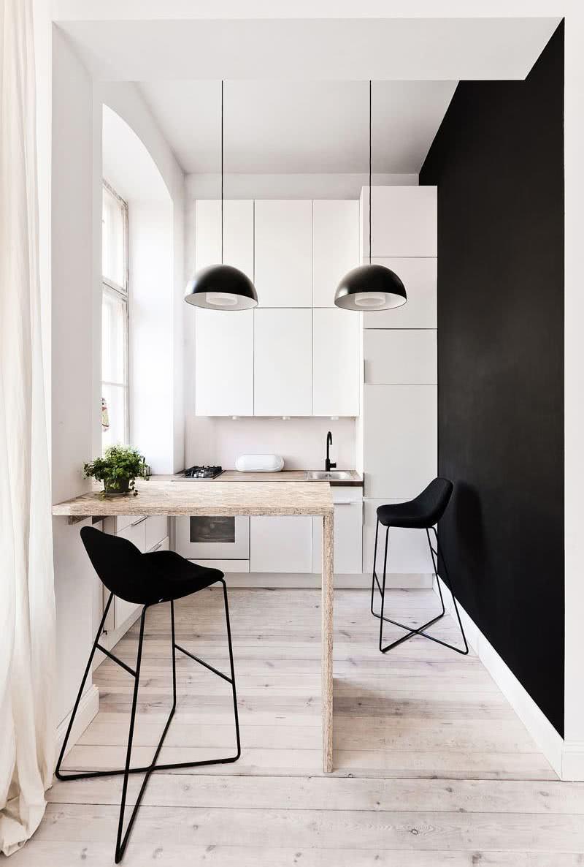 Para cozinhas pequenas o uso de cores claras é essencial