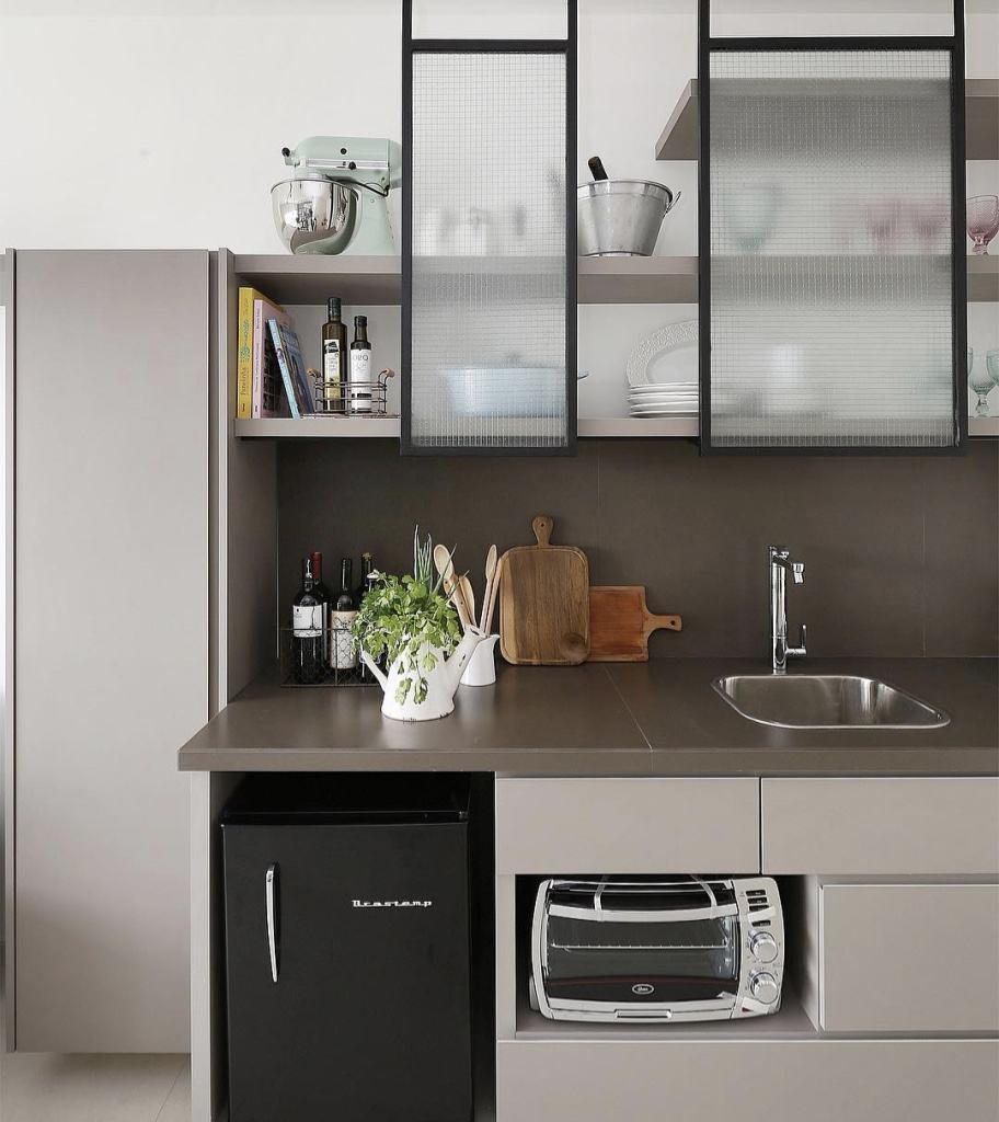 A ideia do fendi na cozinha também é super atual