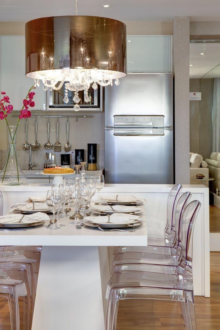 Cozinha e sala de jantar integrada com estilo clean