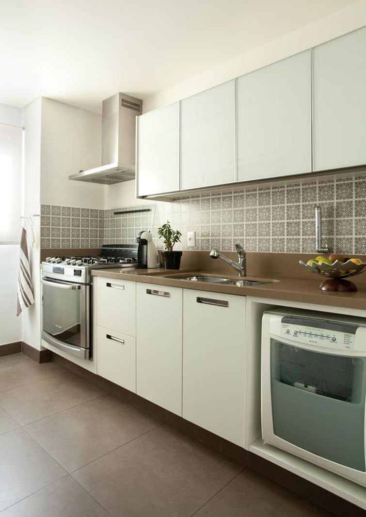 Cozinha simples com decoração clean