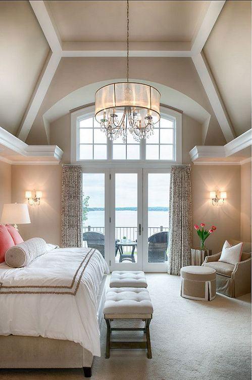 Quando maior a distância do teto, maior a imponência do lustre no ambiente.