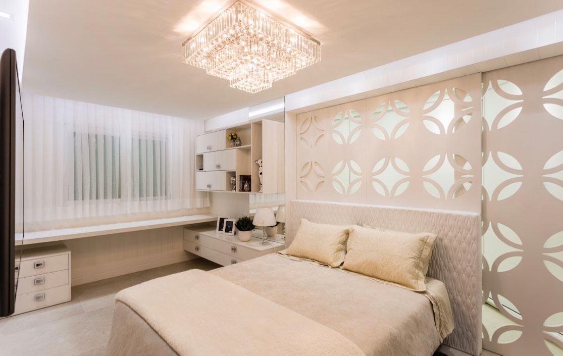 O lustre quadrado é um modelo clássico e elegante para o quarto.