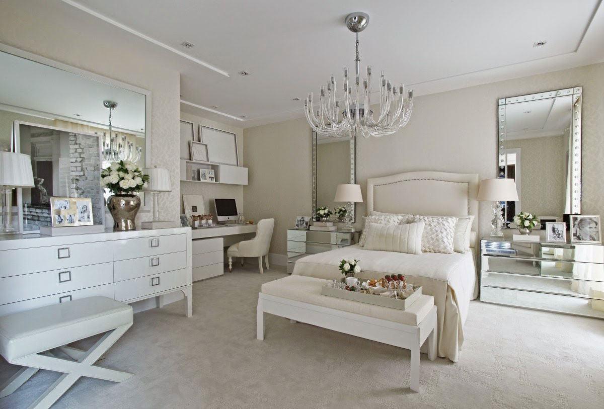 A versão do lustre em acrílico é outro modelo que inspira os quartos de casal.