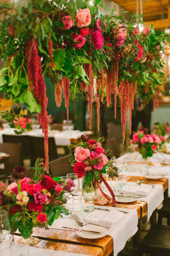 Escolha cores complementares para dar mais charme na mesa do jantar.