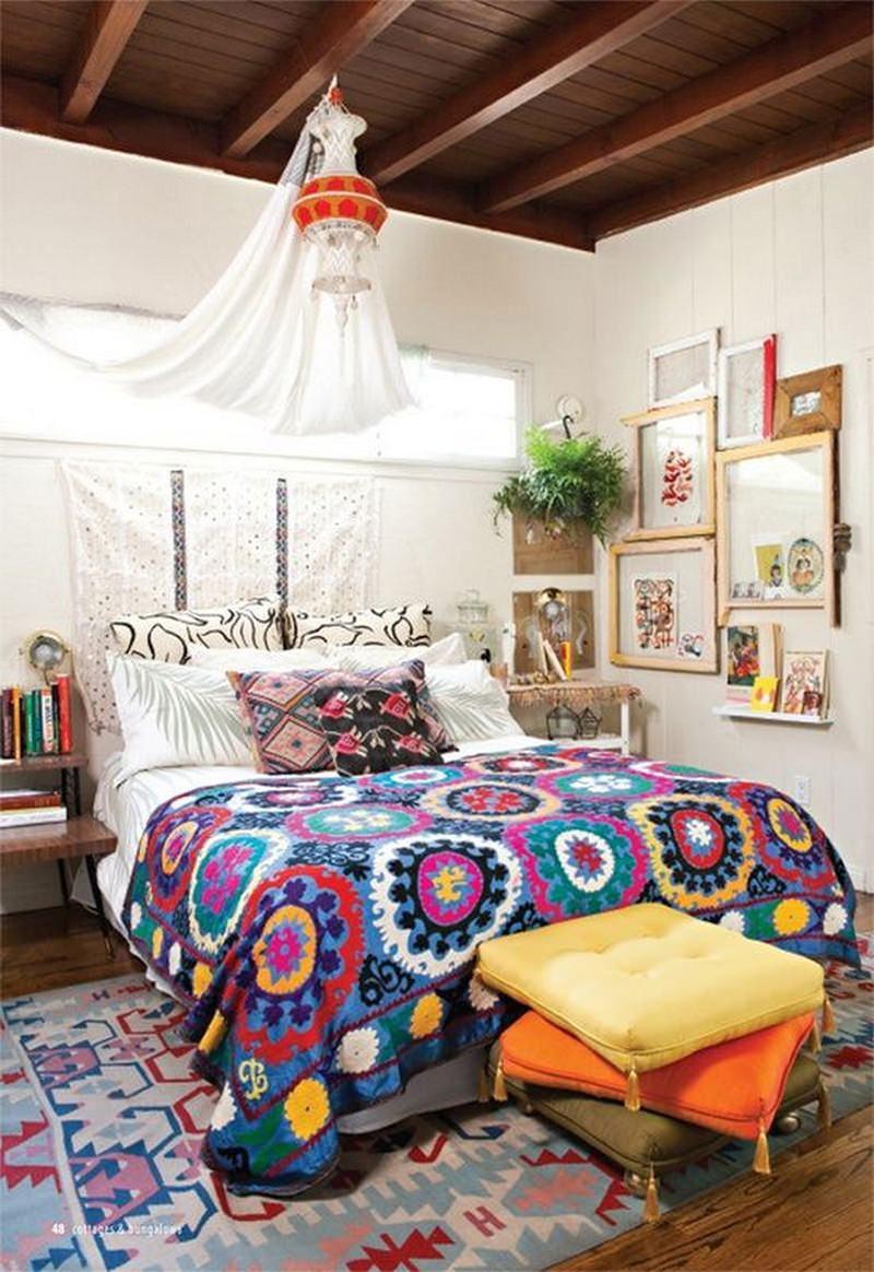 Decoracao Sala Hippie ~ Imagem 1 – Faça a cabeceira da cama com um tecido étnico