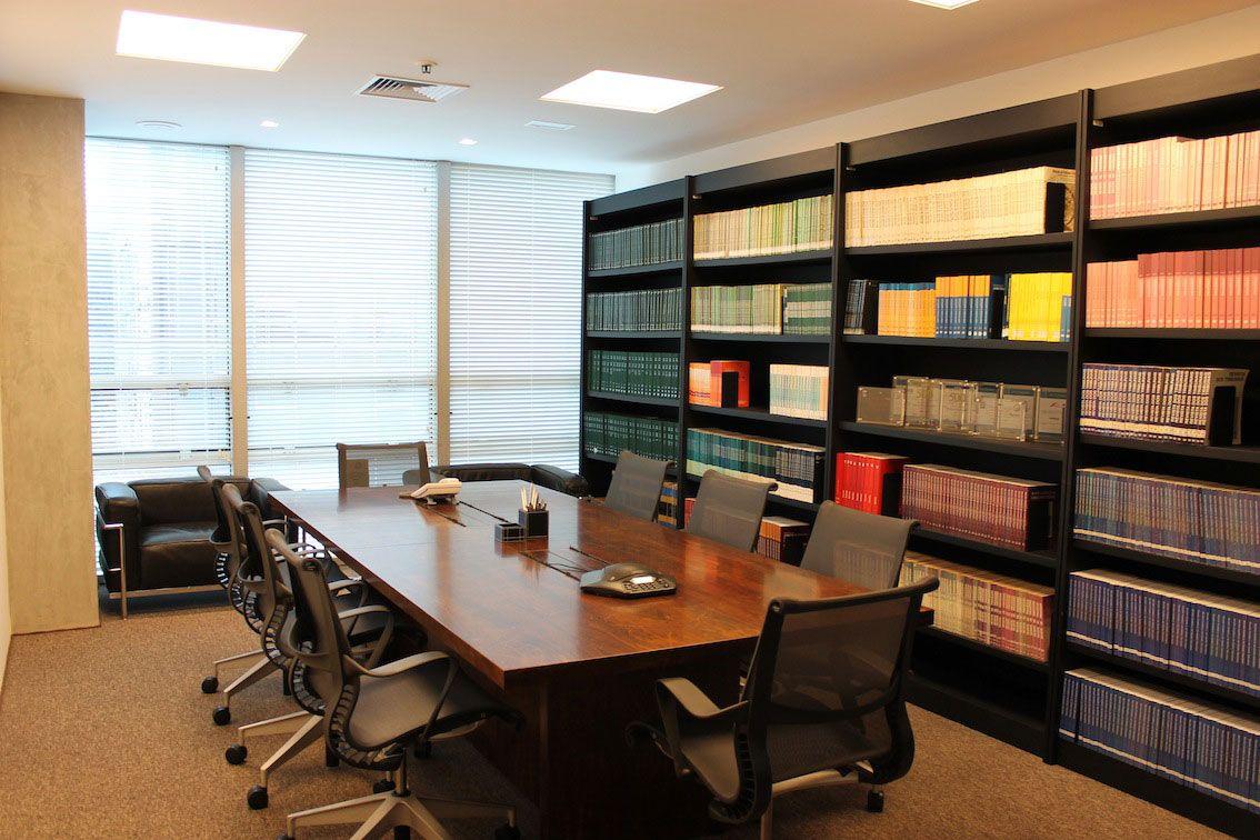 Decora o de escrit rio de advocacia 60 projetos e fotos - Escritorio pared ...