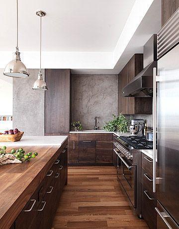 A madeira e o concreto fazem a combinação perfeita para uma cozinha aconchegante e moderna.