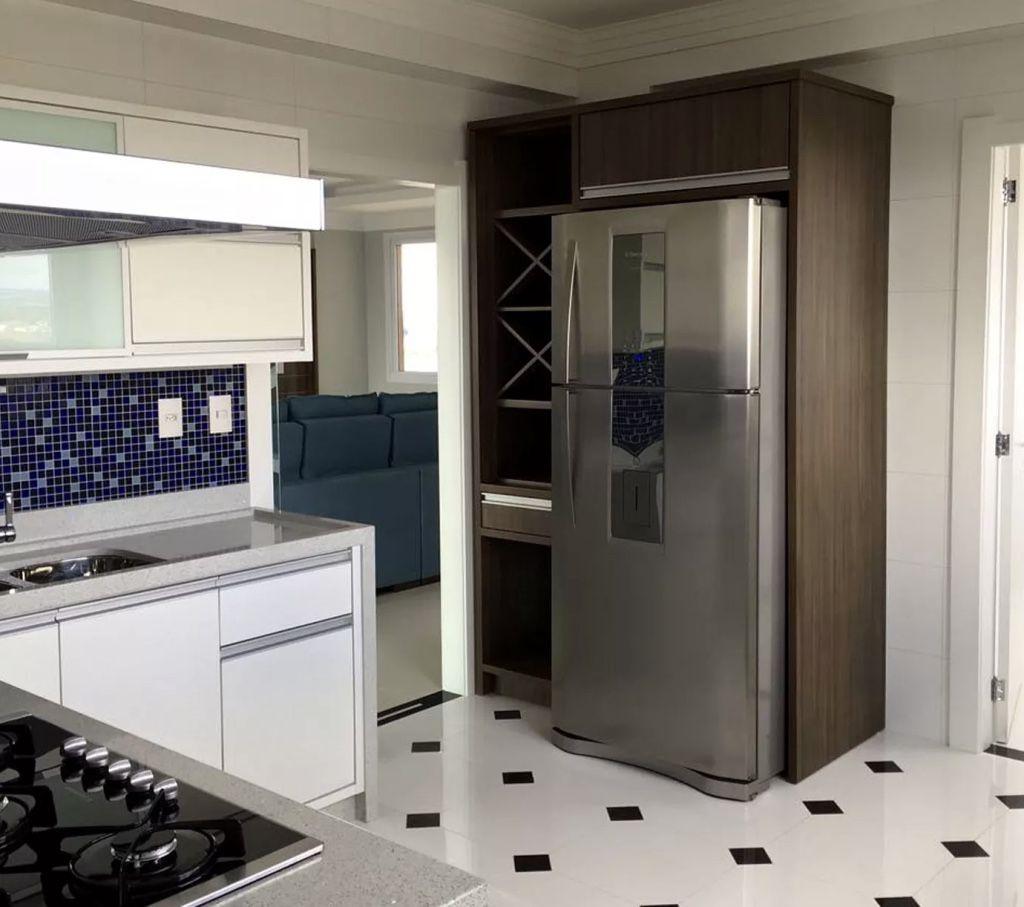 O detalhe marrom pode estar algum ponto da sua cozinha.