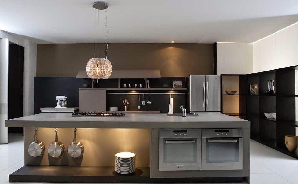 Além da amplitude, as cores ajudaram a realçar a elegância dessa cozinha.