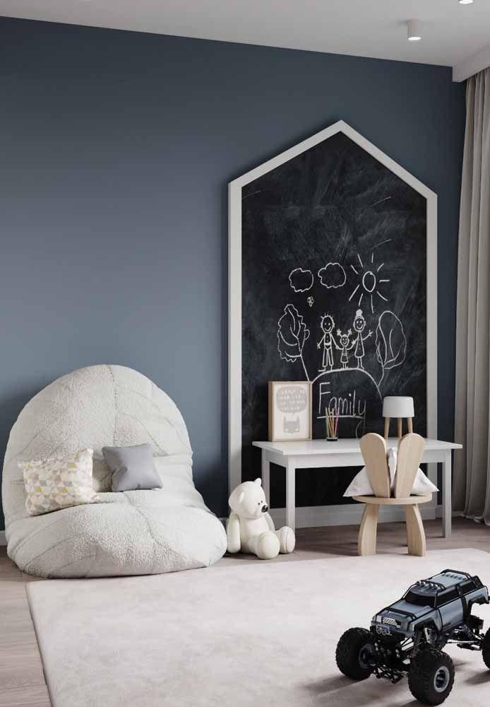 Lousa para inspirar a criatividade na decoração do quarto montessoriano