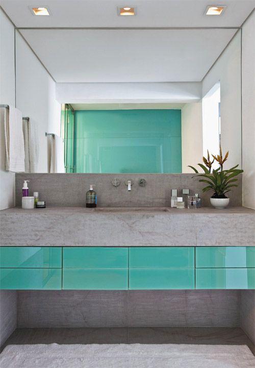 Dê um toque de cor no seu banheiro.