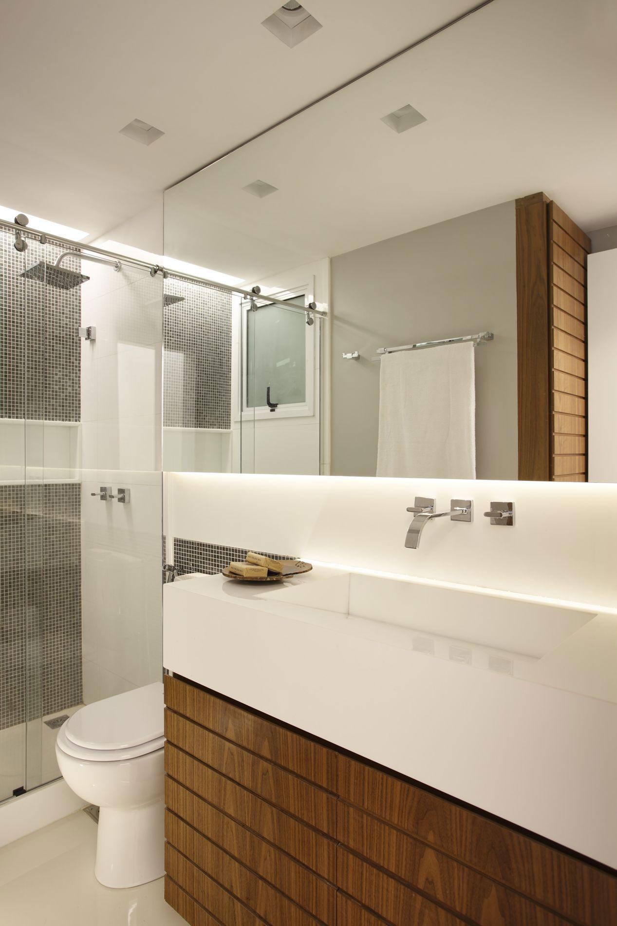 Gabinete para Banheiro: 65 Modelos e Como Escolher #653F1D 1267x1900 Banheiro Cinza Pequeno