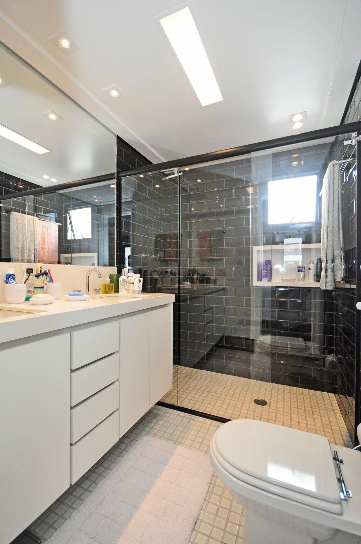 Imagem 41 – Gabinete de banheiro para decoração escandinava. #826749 1024x1541 Banheiro Antigo Decoração