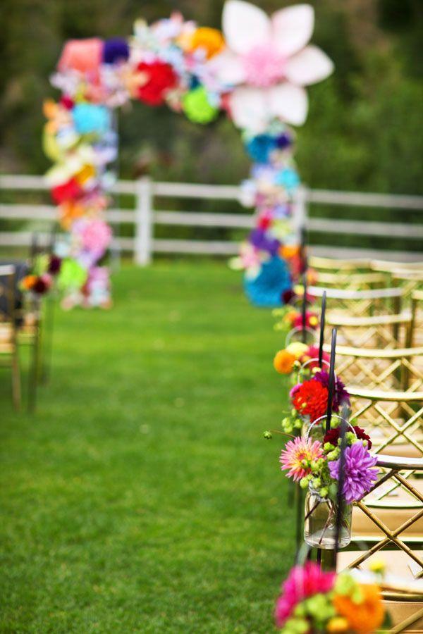 Potes de vidro na decoração de casamento simples
