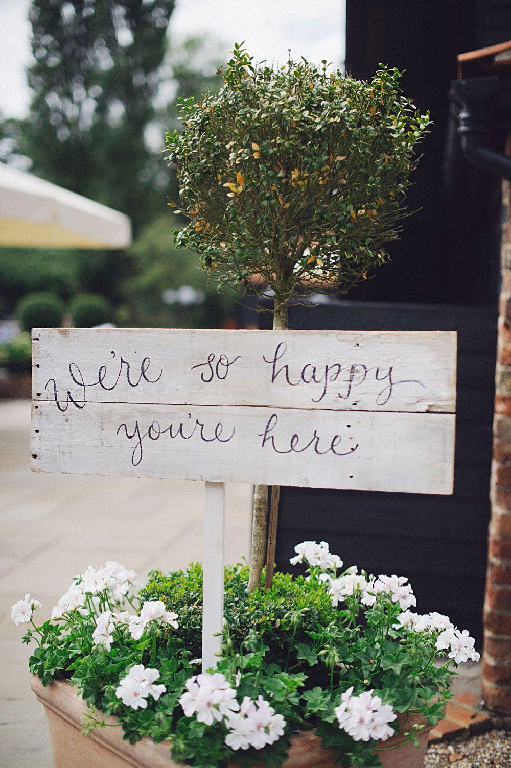 Decoração de casamento simples: placas com mensagens fofas
