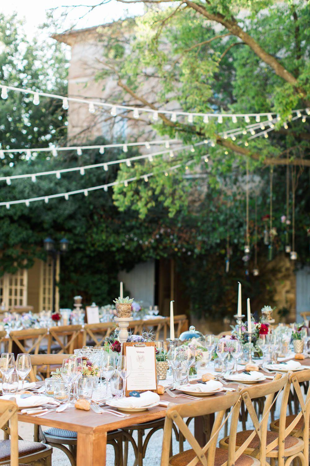 Varal de luzes na decoração de casamento simples