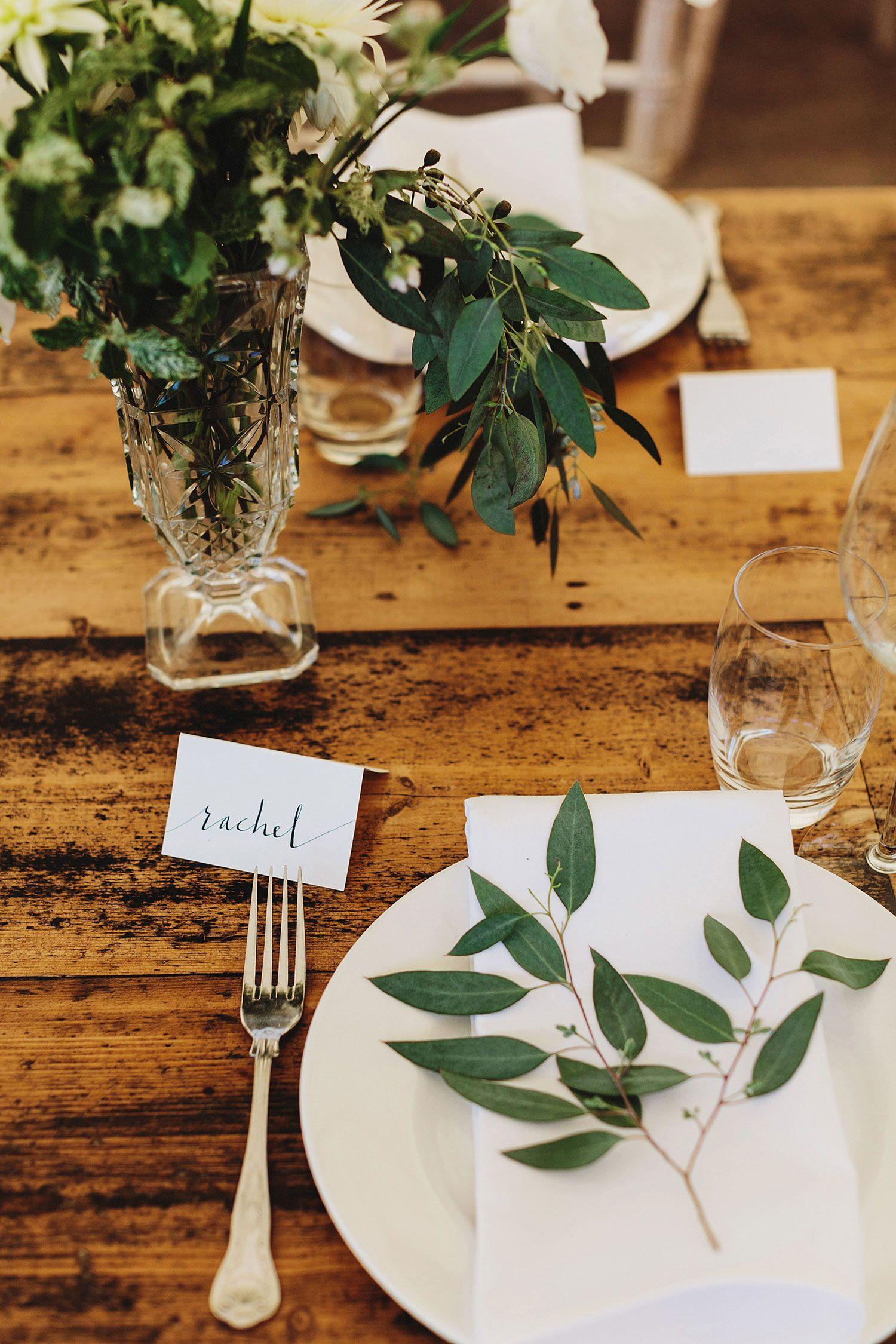Ramos naturais para mesa de convidados de casamento simples