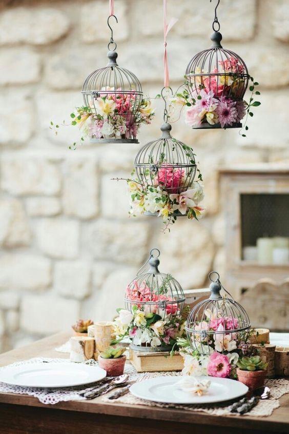 Petit gaiolas com flores