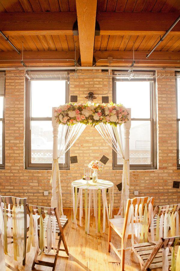 Crie um efeito incrível com o movimento das franjas na decoração de casamento simples