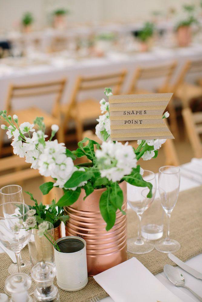 Vasos de vidro na decoração de casamento simples