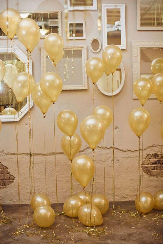 Decoração de casamento simples: bexigas com balão de gás hélio são originais, econômicas e divertidas