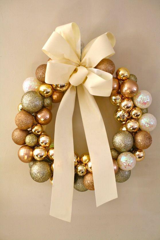 Linda guirlanda feminina com bolas brilhantes