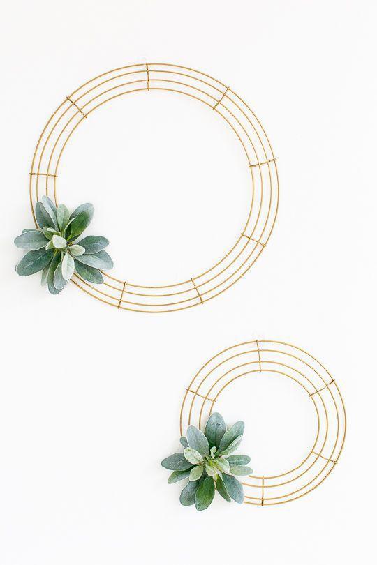 Modelo simples com base fina e pequeno detalhe no canto com folhas