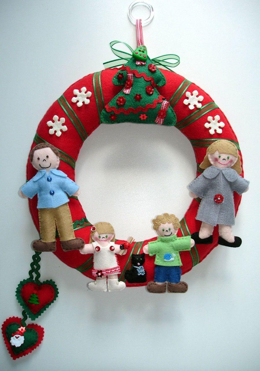 Outra opção é utilizar o feltro para fazer bonecos da família e acrescentar na guirlanda