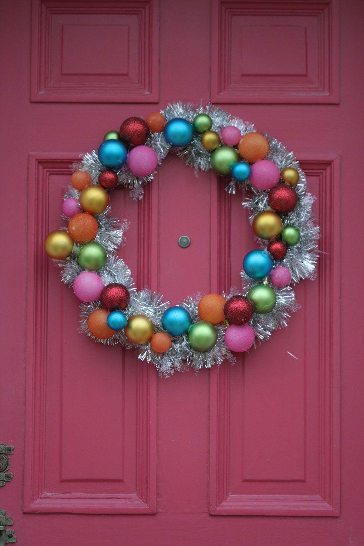 Modelo simples de guirlanda natalina com bolas coloridas