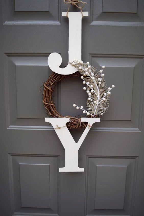 Coloque as iniciais do casal como parte da decoração