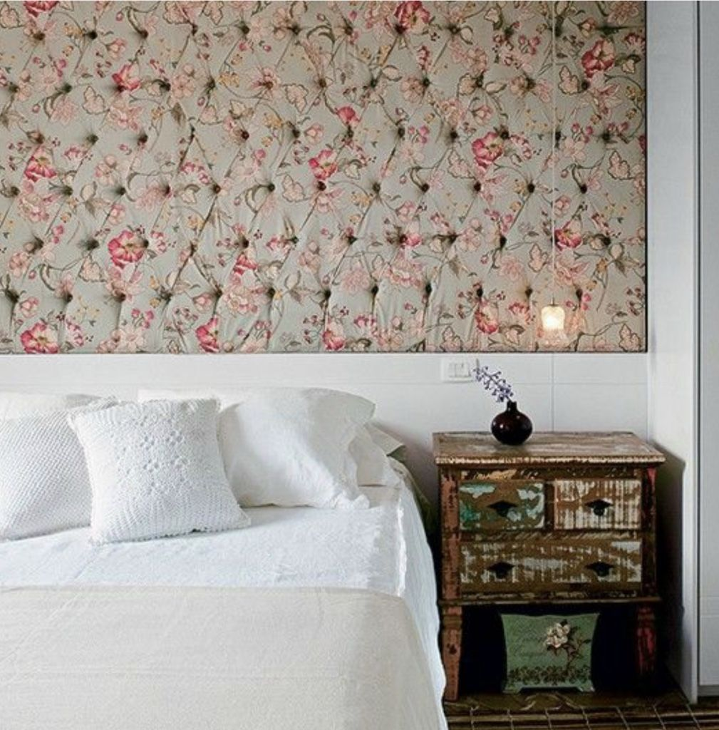 60 Salas Com Sofá Vermelho Incríveis: Tecido Para Parede: 60 Ambientes Incríveis Decorados Com Fotos
