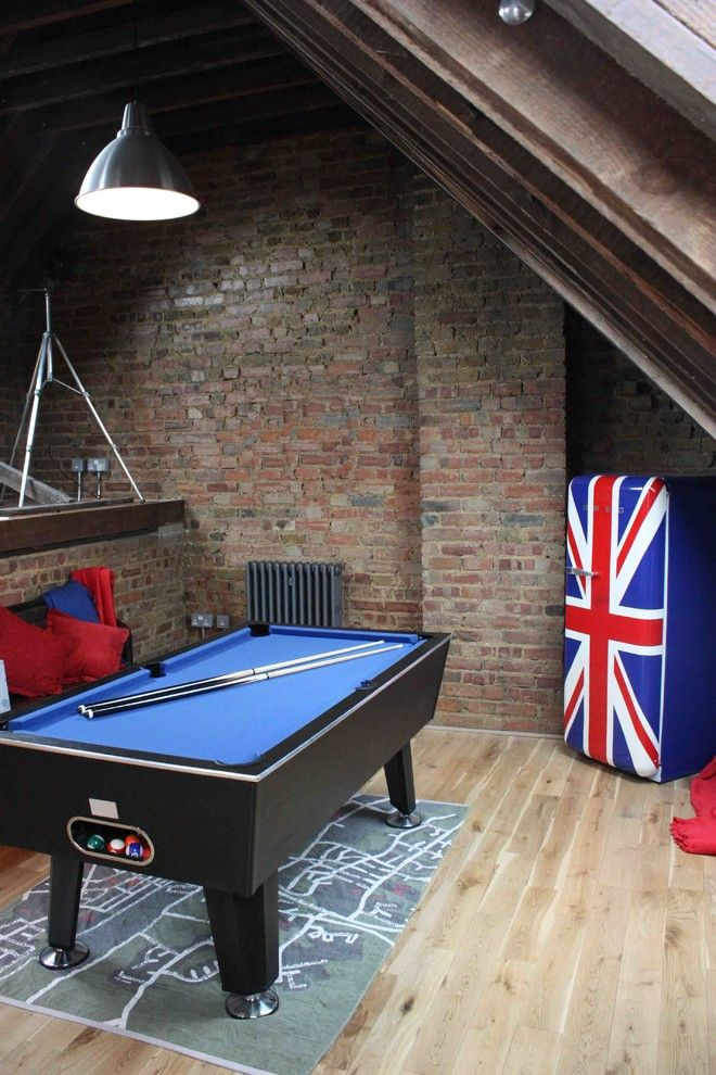 Geladeira colorida azul com a bandeira da Inglaterra