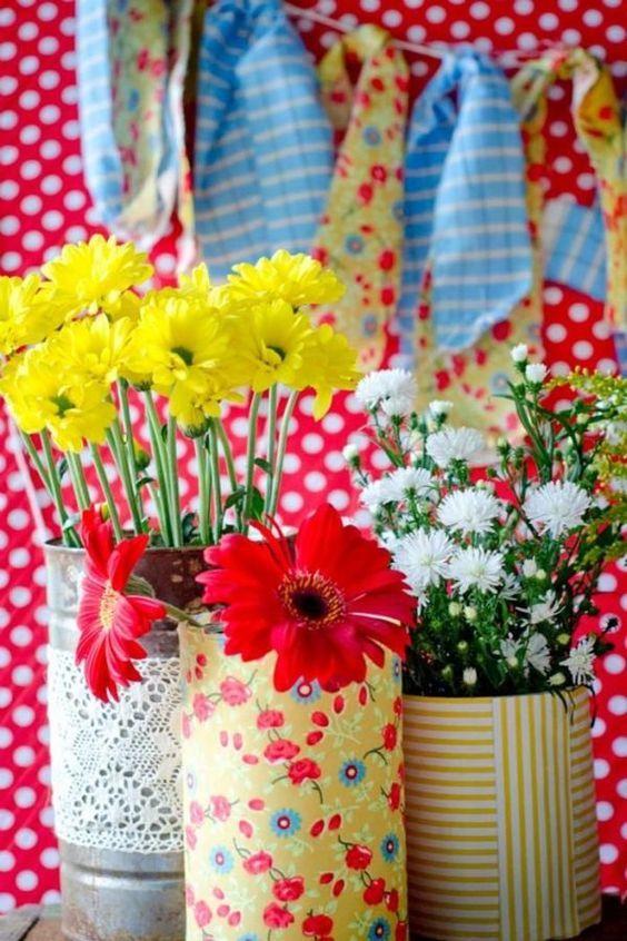 Combine os tons dos tecidos com os das flores e destaque a decoração da sua casa!