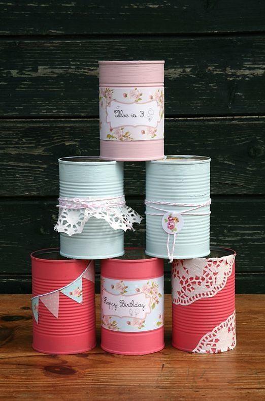 Versátil, as latas decoram facilmente a sua festinha!