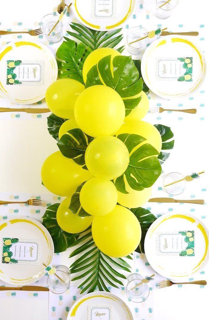 Inove e opte pelos corredor de balões no centro de mesa