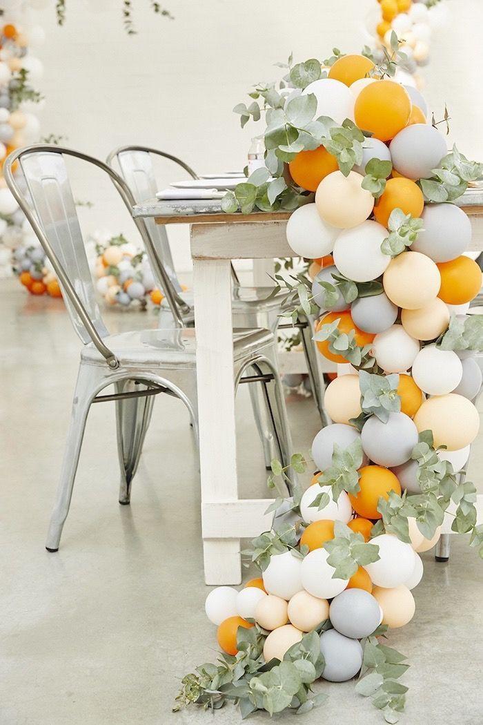 Um corredor interessante repleta de balões que se arrasta pelo chão