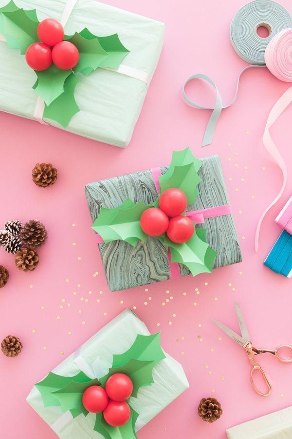 O embrulho dos presentes também ganham uma décor fofinha com petit balões