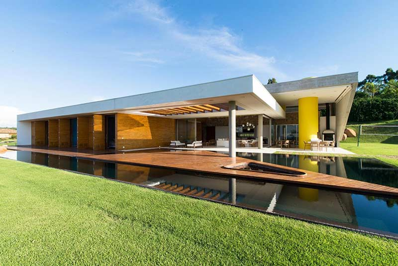 Planta de casa térrea com piscina.