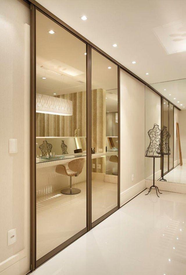O espelho bronze leva elegância ao quarto