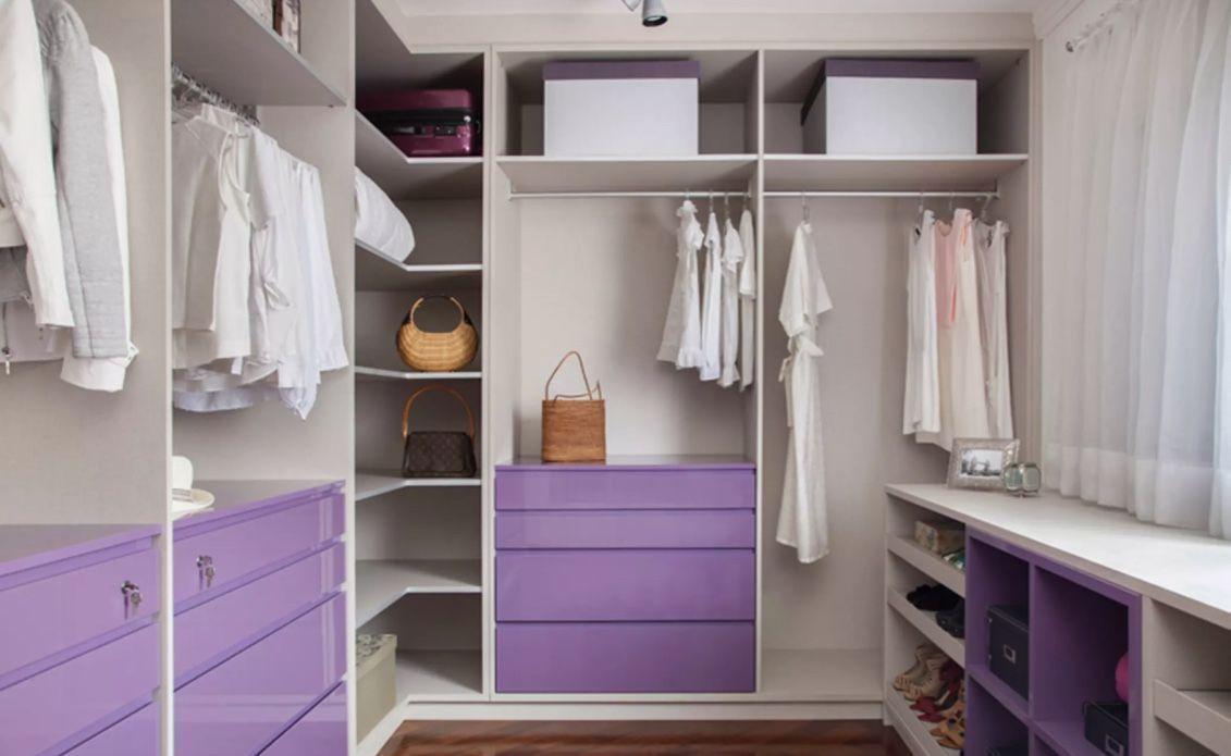 Para um armário sem portas, você pode ousar nas cores da marcenaria
