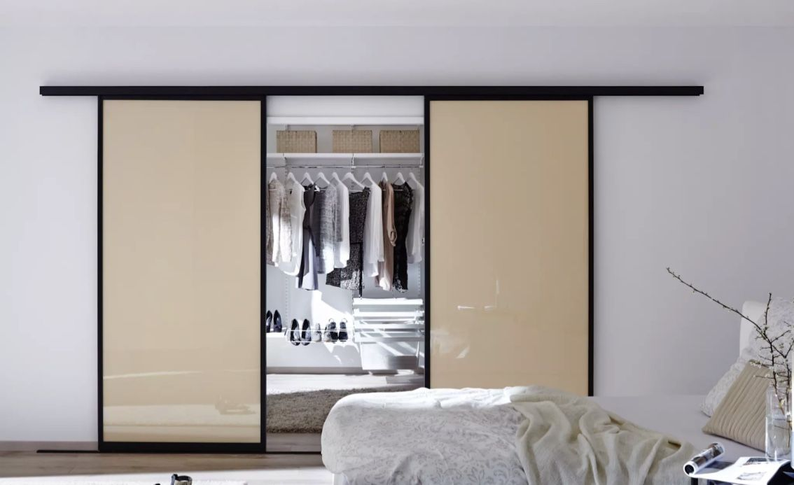 O armário embutido pode dar para um closet