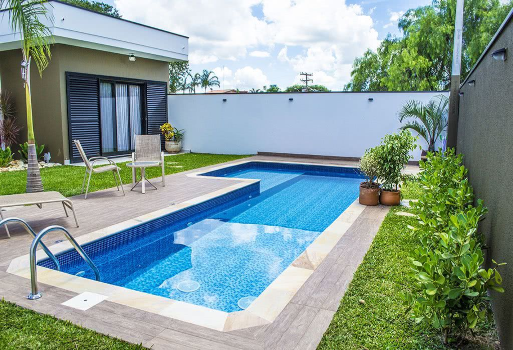 Piscina de vinil o que vantagens e fotos para se inspirar for Modelos de reposeras para piscinas